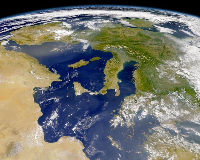 europe_oblq_view_aug14_2001_above_red_sea_6400km_altitude_seawifs_wall.1191342528.jpg