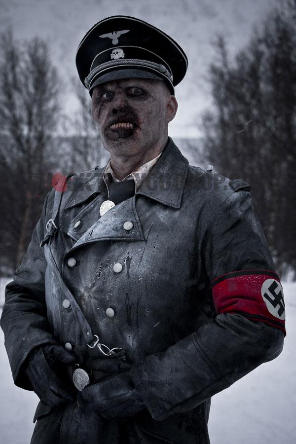 [Jeu] Suite d'images !  - Page 32 57fb7-nazi-zombie-poster.1253727694