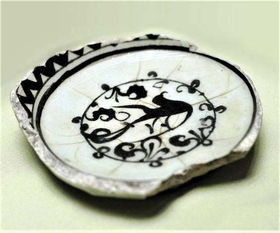 1200px-Fragment_bird_Syria_Louvre_OA7512