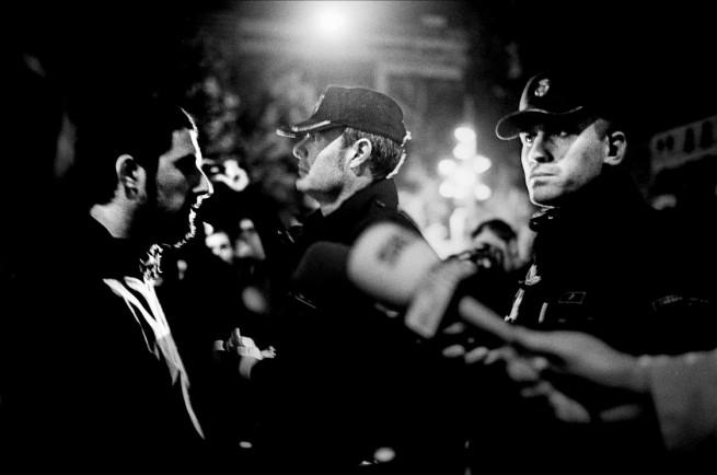protester-cops-w