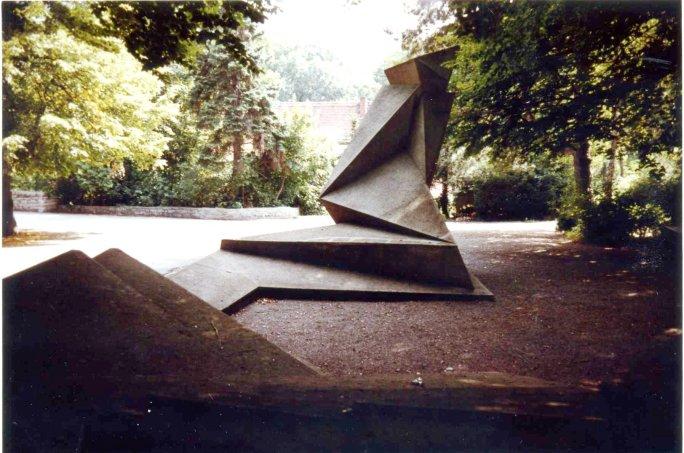 Weimar_Hauptfriedhof_Gropius_01