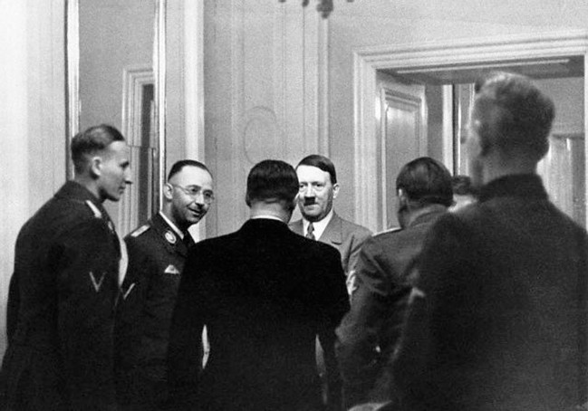 hitler-himmler-and-heydrich-meet-the-german-clique-in-hradcany-castle-prague-czechoslovakia