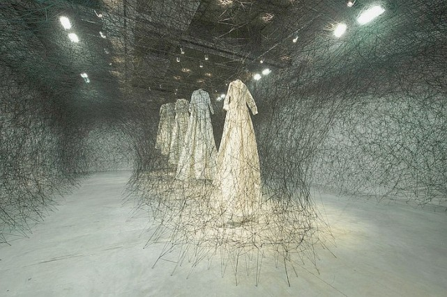 After-dream-Chiharu-Shiota-oeuvre-exposee-2011-Maison-rouge-Paris_0_730_485