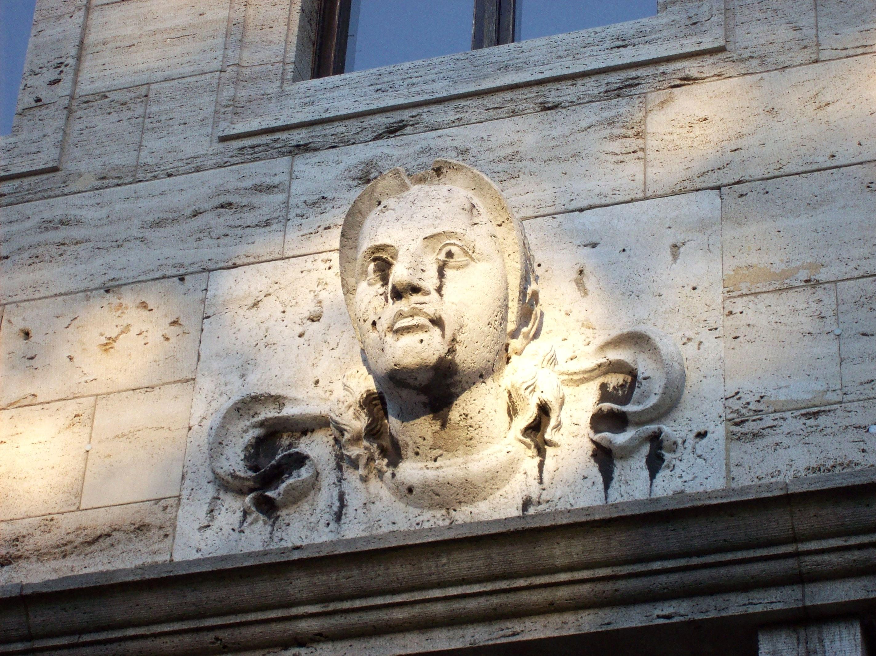 Yugoslavia_diplomatic_Mission_Berlin_Drakestr_Sculpture