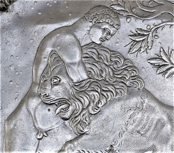 VEX.2014.1.96: Missorium of Herakles and Lion