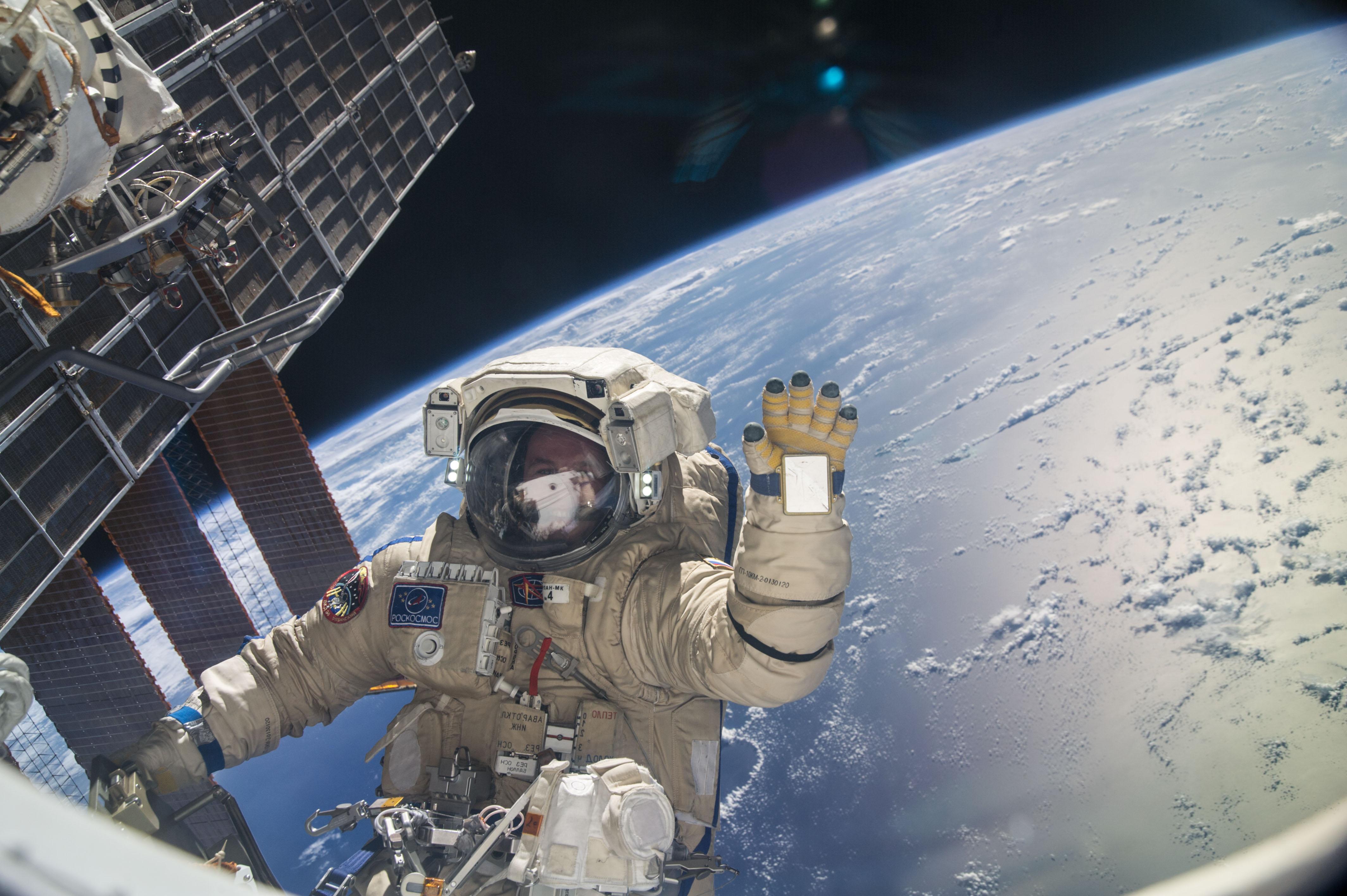 ISS-37_EVA_(k)_Sergey_Ryazansky