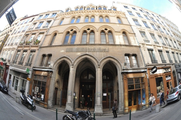 ob_bd5e3c_le-temple-de-la-lanterne-la-facade-1